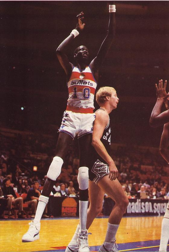 Manute Bol vs Mike Brittain