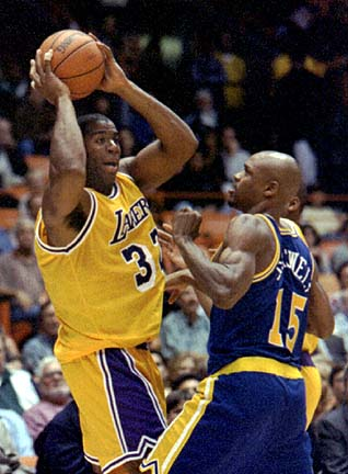Magic Johnson contra Latrell Sprewell en su primer año en la NBA