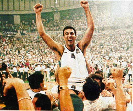 Nicos Galis tras ganar la final de 1987